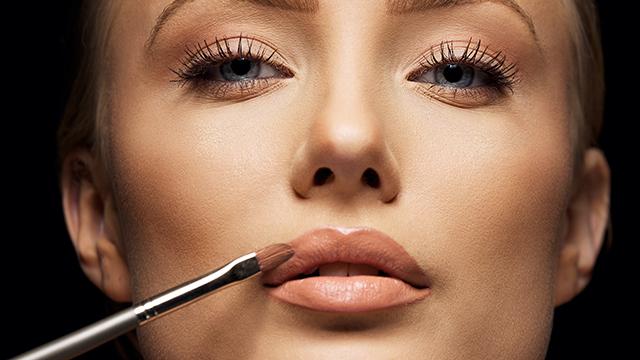 metode pentru a pune în evidenţă rujul de buze